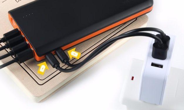 24,99€ EasyAcc 20000mAh Externer Akku PowerBank mit 4 USB Ausgängen (4A Eingang 4.8A Smart Ausgang) für Android iPhone Samsung HTC Smartphones Tablets – Schwarz und Orange